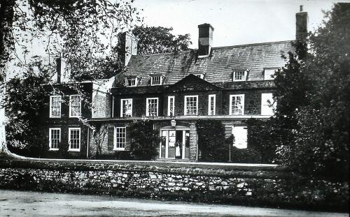 320Built c. 1740 with later additions in the 1800s Crow Hall London Rd. D.Mk.