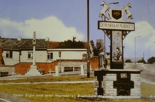 494Town Sign showing War Memorial in background (t,w, Mollard}