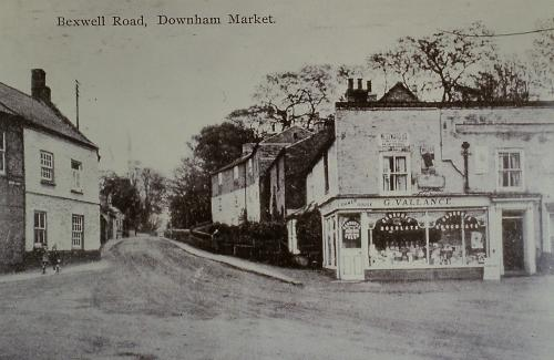 19on Square, left Chequers Public House, right G. Vallance 1 Sweet sShop 1929